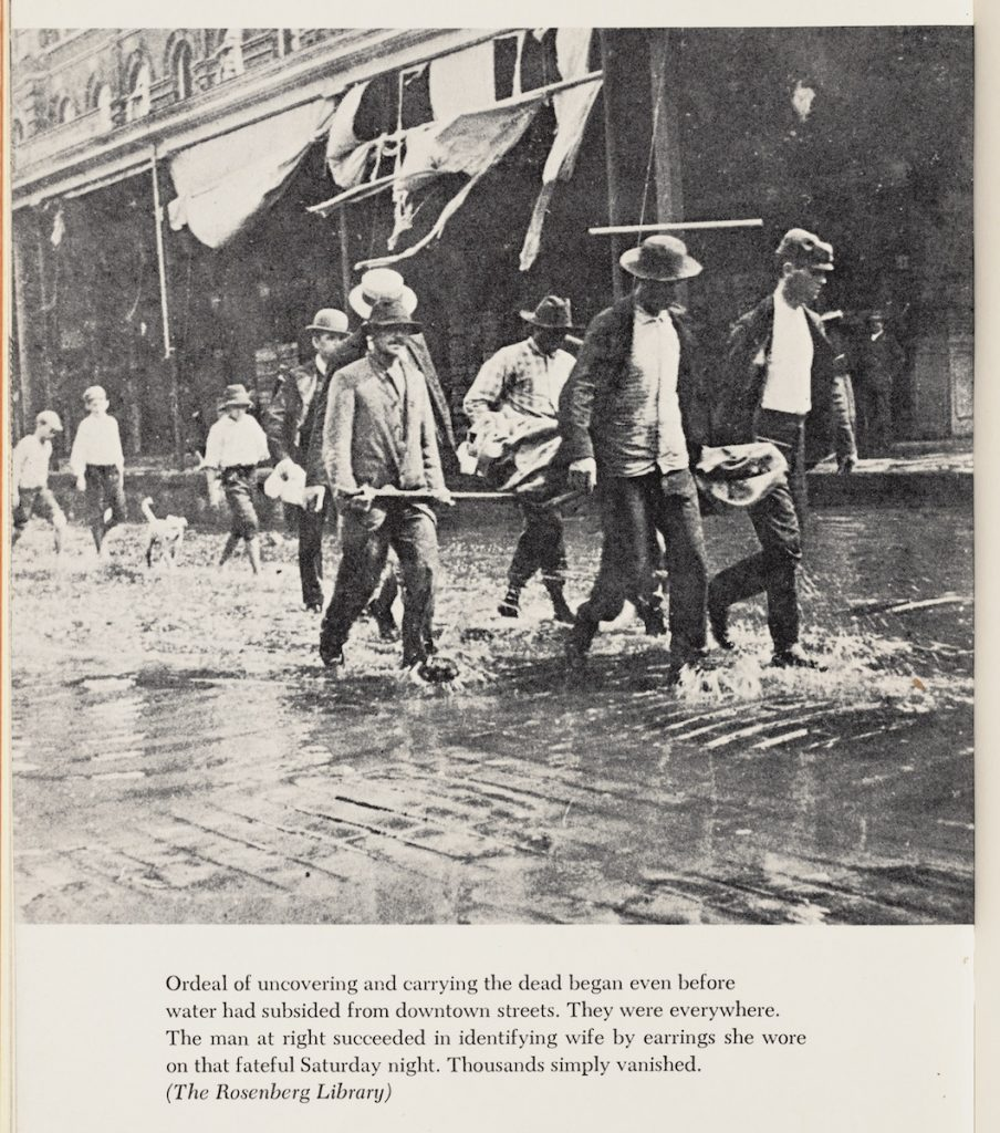 A group of men carrying a deceased woman as a result of the flood